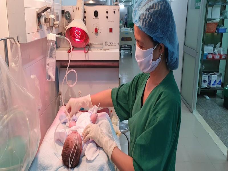 30 phút cứu sống mẹ con sản phụ bị lupus ban đỏ hệ thống  - ảnh 2