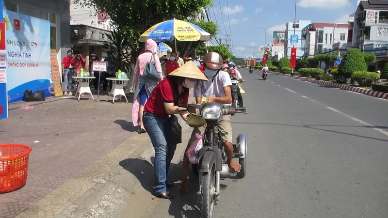 Công an Vĩnh Long lắp đặt ATM gạo hỗ trợ người khó khăn - ảnh 4