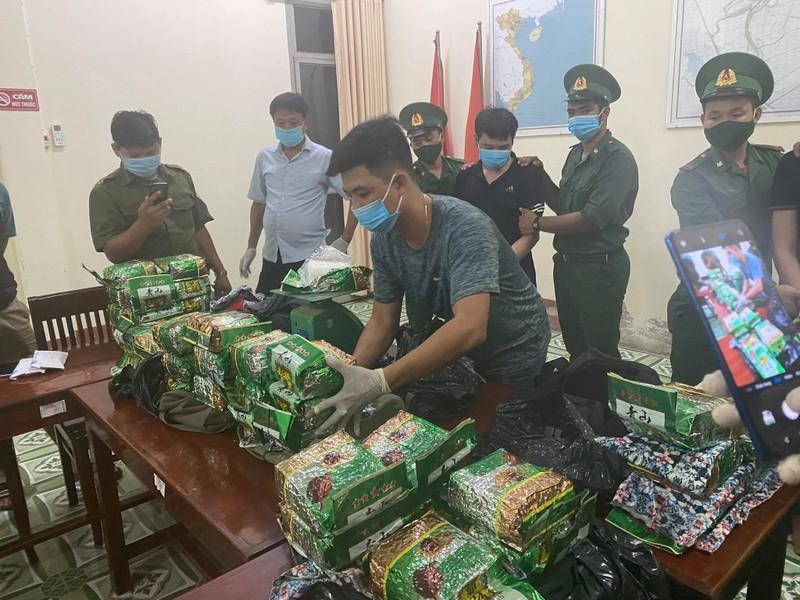 Bắt 2 người vận chuyển 40 kg ma túy từ Campuchia về Việt Nam - ảnh 1