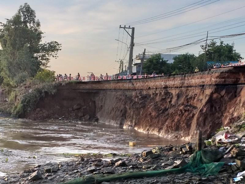1 đoạn QL91 sụp xuống sông Hậu, khẩn cấp di dời 27 hộ dân - ảnh 2
