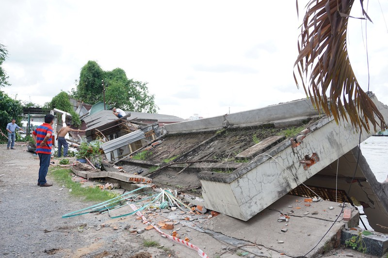 5 căn nhà đồng loạt sụp xuống sông Cần Thơ - ảnh 1