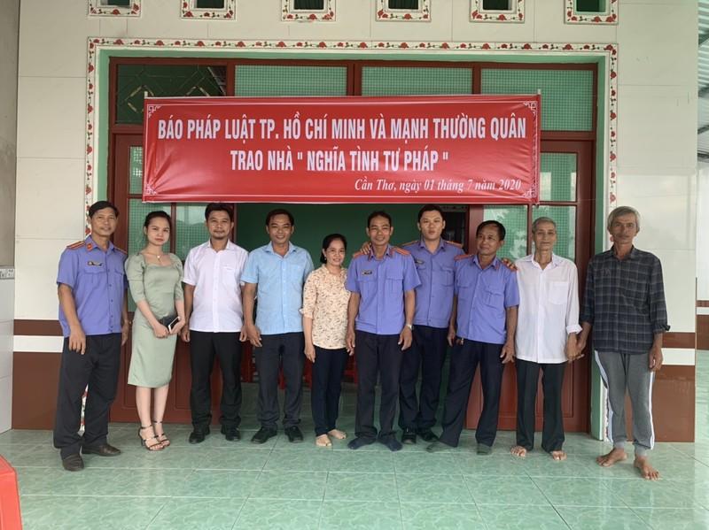 Báo Pháp Luật TP.HCM trao nhà Nghĩa tình Tư pháp ở Cần Thơ - ảnh 2