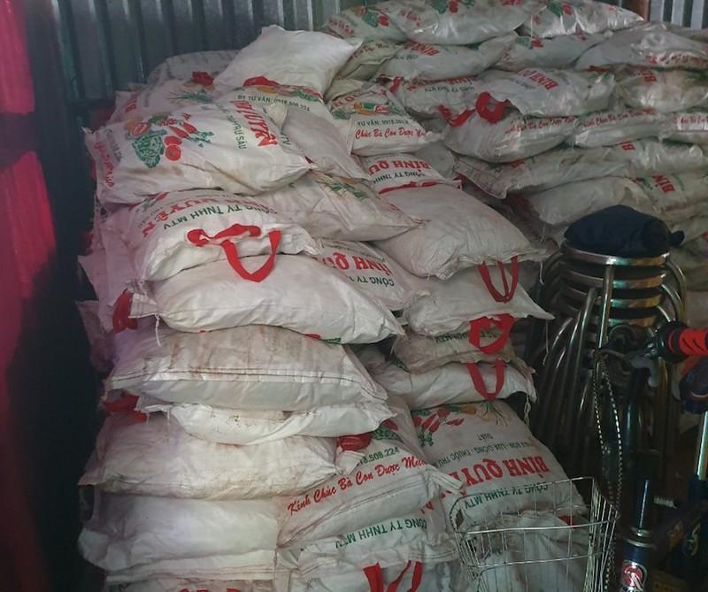 Khởi tố 2 vợ chồng sản xuất hơn 80 tấn phân bón - ảnh 1