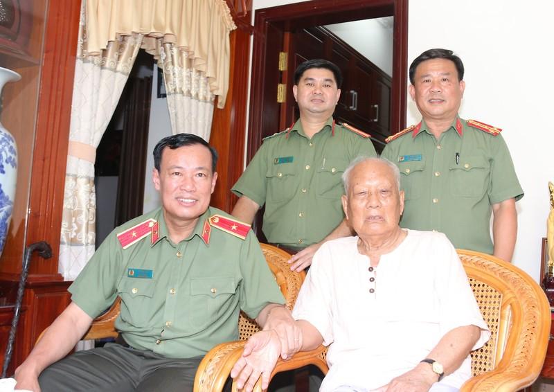 Thiếu tướng Lê Tấn Tới dự Đại hội Đảng bộ Công an Cần Thơ - ảnh 2