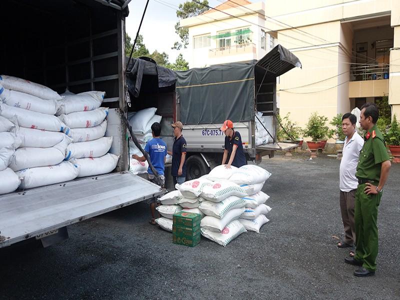 39 tấn đường nhập lậu bị CSGT chặn bắt - ảnh 1