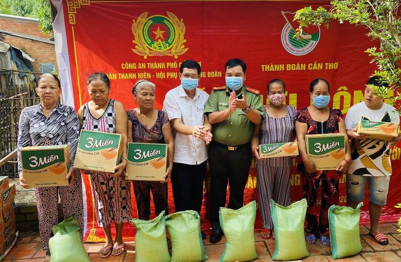 Báo Pháp Luật TP.HCM hỗ trợ xây nhà đồng đội tại Cần Thơ - ảnh 3