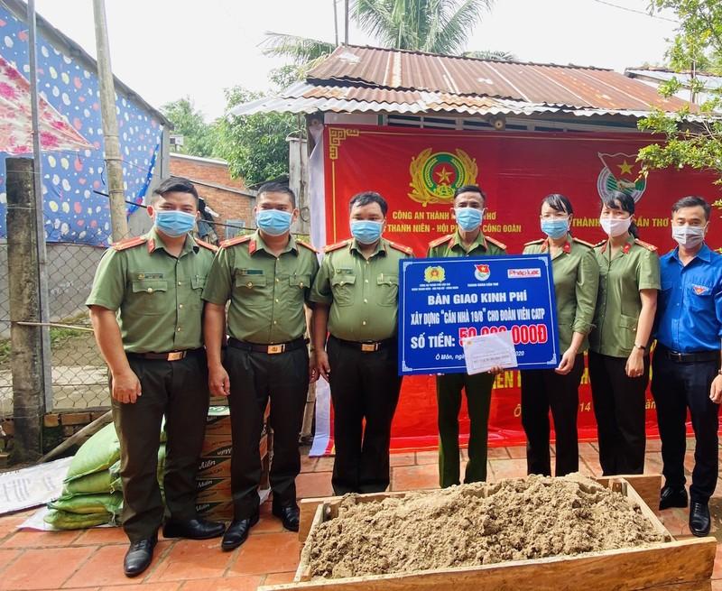Báo Pháp Luật TP.HCM hỗ trợ xây nhà đồng đội tại Cần Thơ - ảnh 2