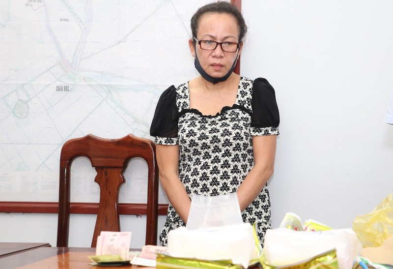 An Giang: Bắt 1 phụ nữ vận chuyển 2 kg ma túy qua biên giới - ảnh 1