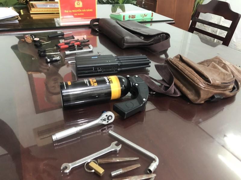 Nhóm trộm dùng thiết bị phá sóng định vị khi trộm xe SH - ảnh 1