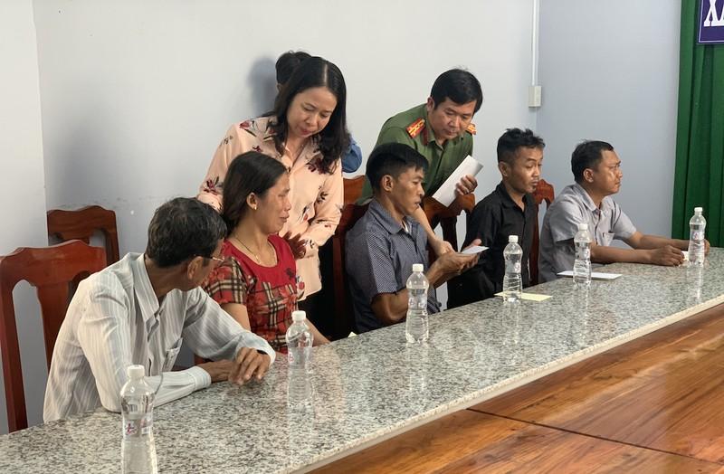 Tỉnh ủy An Giang thăm và hỗ trợ gia đình 5 trẻ đuối nước - ảnh 1