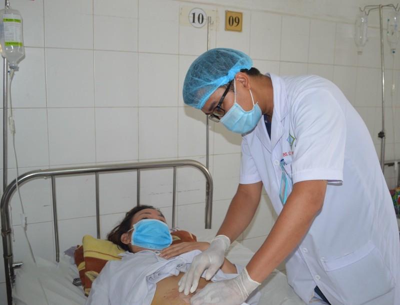 Người phụ nữ bị xương cá dài 3 cm đâm thủng ruột - ảnh 2