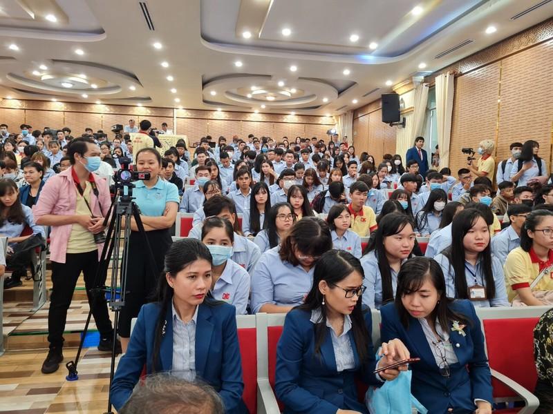Đại học Nam Cần Thơ trao 5 tỉ cho sinh viên ảnh hưởng COVID-19 - ảnh 2