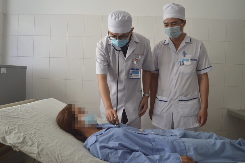Hạt sa pô chê nằm trong phế quản bệnh nhân 27 năm - ảnh 2