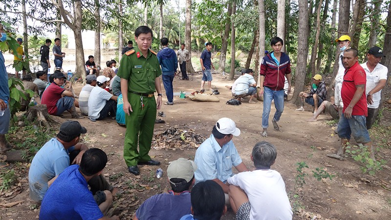 Bắt 36 người tụ tập đá gà ở vườn sao tại TP Long Xuyên - ảnh 1