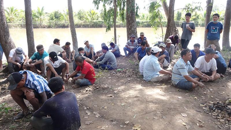 Bắt 36 người tụ tập đá gà ở vườn sao tại TP Long Xuyên - ảnh 2