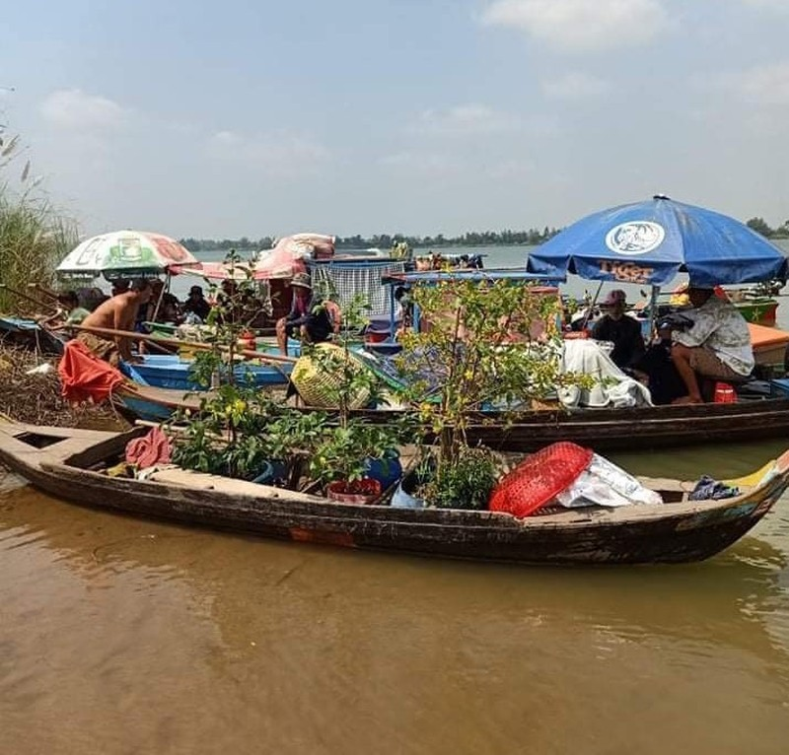 6 gia đình người nhập cảnh trái phép về Việt Nam bằng ghe - ảnh 1
