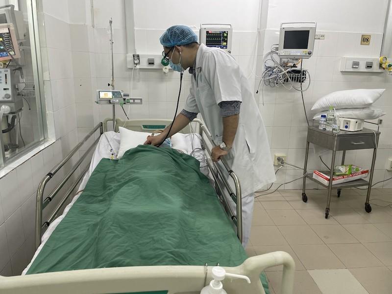 Nam thanh niên bị đạn bắn xuyên bụng phải cắt thận - ảnh 1