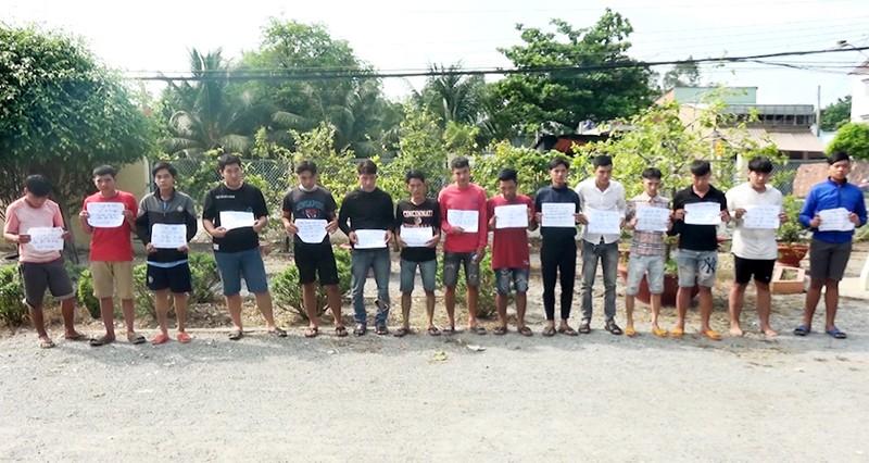 Bắt nhóm thanh thiếu niên đua xe trái phép ở An Giang - ảnh 1