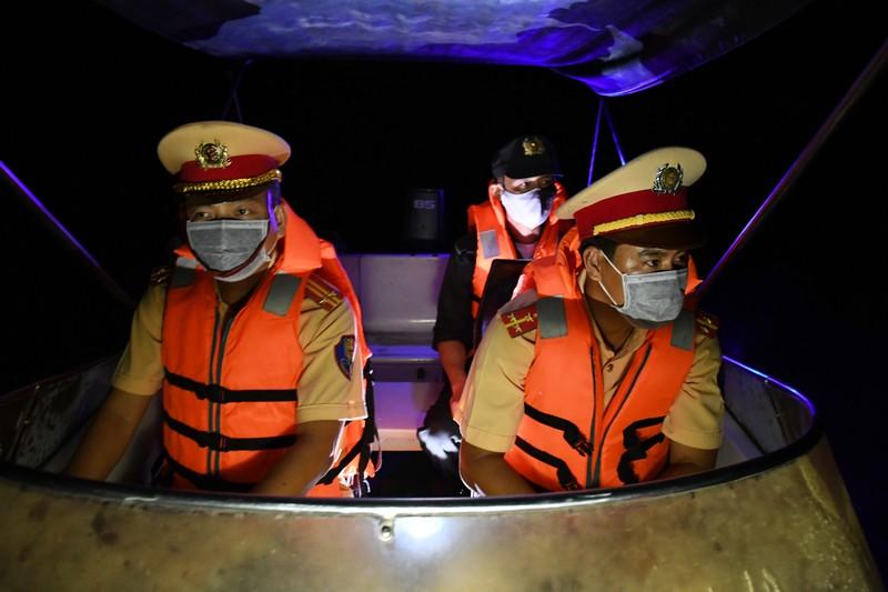 Hơn 300 ca nhiễm COVID-19, Trà Vinh lập thêm chốt kiểm tra y tế đường thủy - ảnh 6