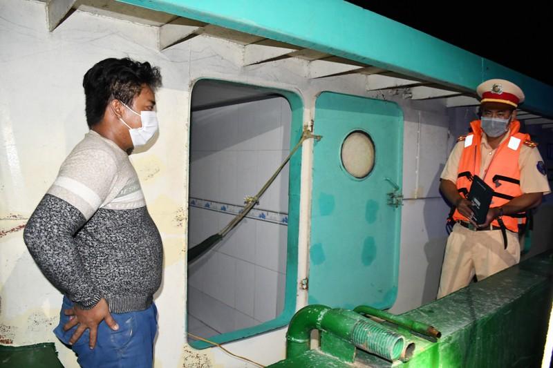 Hơn 300 ca nhiễm COVID-19, Trà Vinh lập thêm chốt kiểm tra y tế đường thủy - ảnh 4