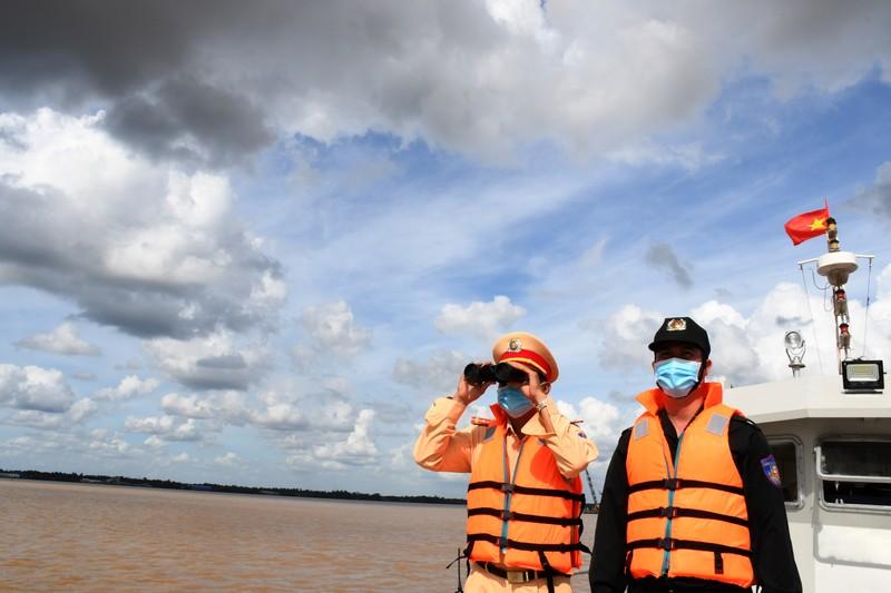 Hơn 300 ca nhiễm COVID-19, Trà Vinh lập thêm chốt kiểm tra y tế đường thủy - ảnh 2