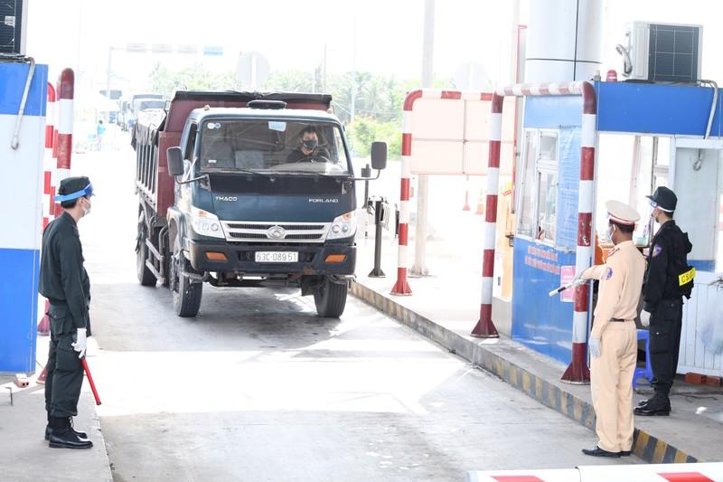 Trà Vinh: Không kiểm tra QR Code đối với phương tiện vận chuyển hàng thiết yếu - ảnh 1