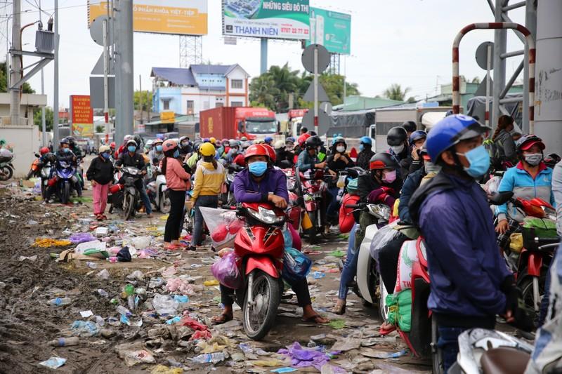 Công dân về quê tự phát dồn dập, các tỉnh miền Tây quá tải khu cách ly - ảnh 1