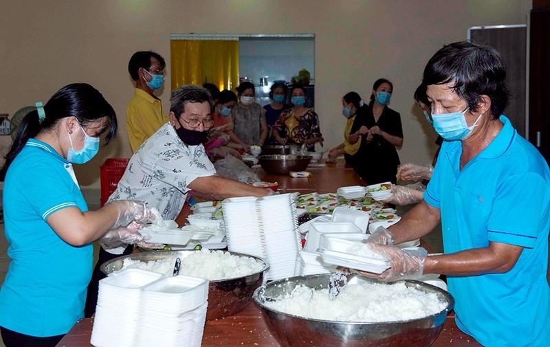 An Giang trích quỹ mua gạo hỗ trợ cho hơn 35.000 công dân về quê tự phát - ảnh 2