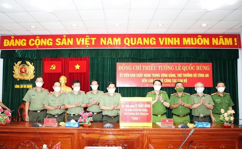 Công an tỉnh An Giang nhận 2 Bằng khen của Thủ tướng Chính phủ - ảnh 4