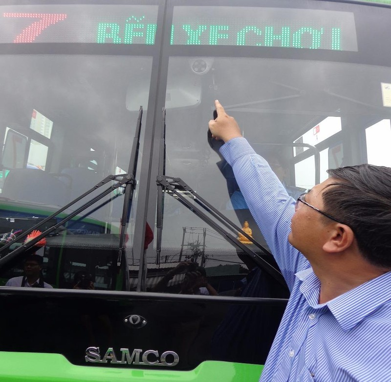 camera hành trình trên xe buýt