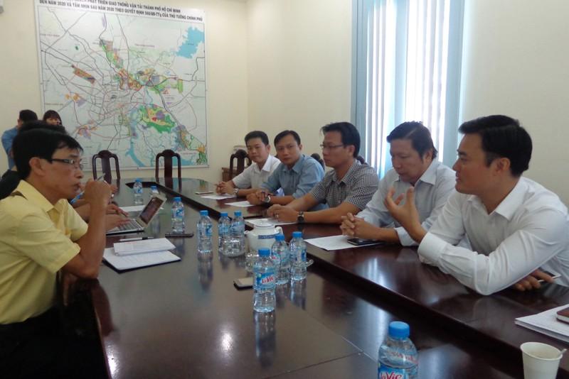 Giám đốc Sở GTVT, ông Bùi Xuân Cường (bên phải):