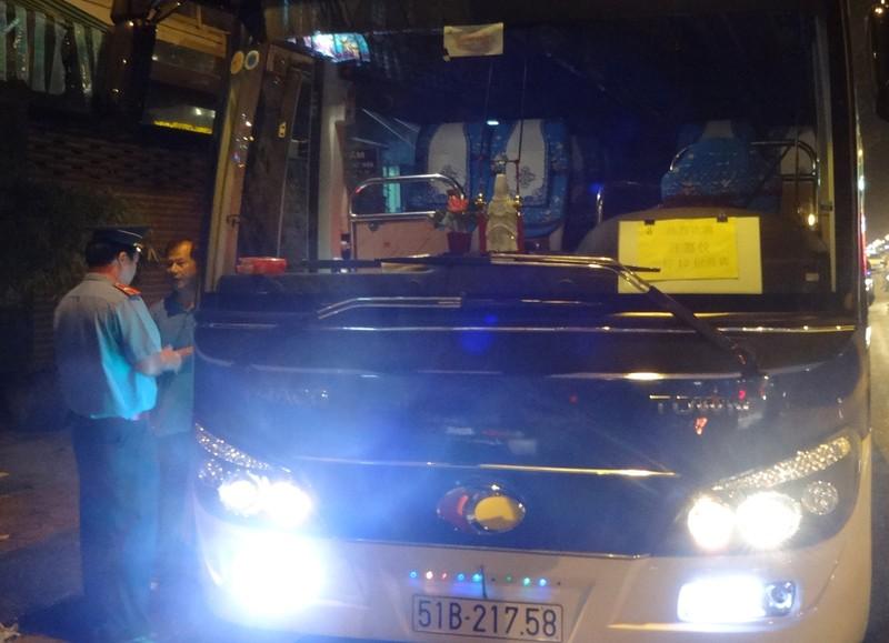 TP.HCM: Bắt được toàn 'xe lạ' đi vào đường cấm - ảnh 2