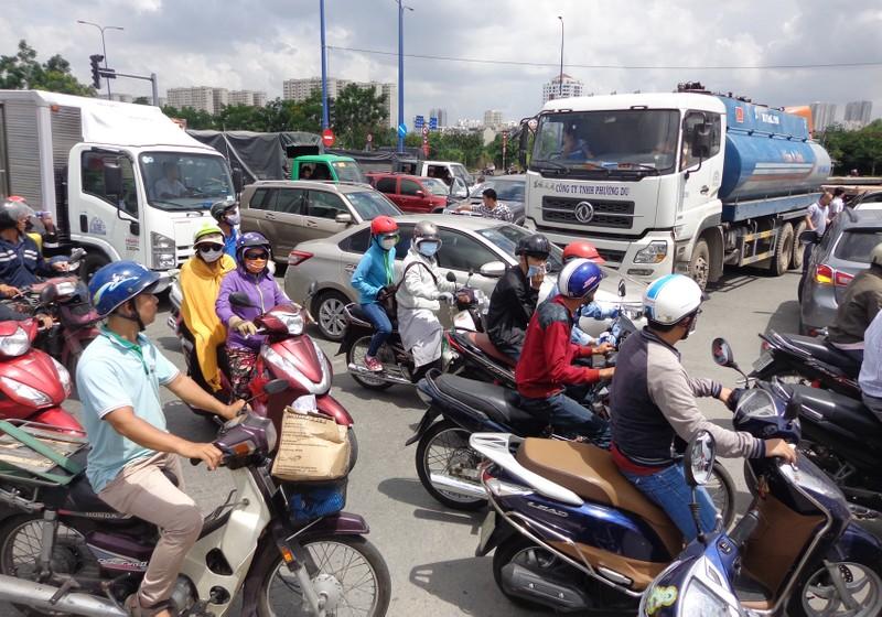 TP.HCM: Sở GTVT kiến nghị 10 giải pháp giảm kẹt xe - ảnh 4