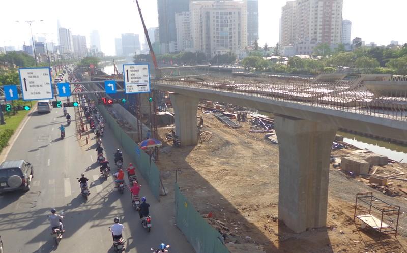 30-6, thông xe hai nhánh rẽ lên xuống cầu Nguyễn Văn Cừ - ảnh 2