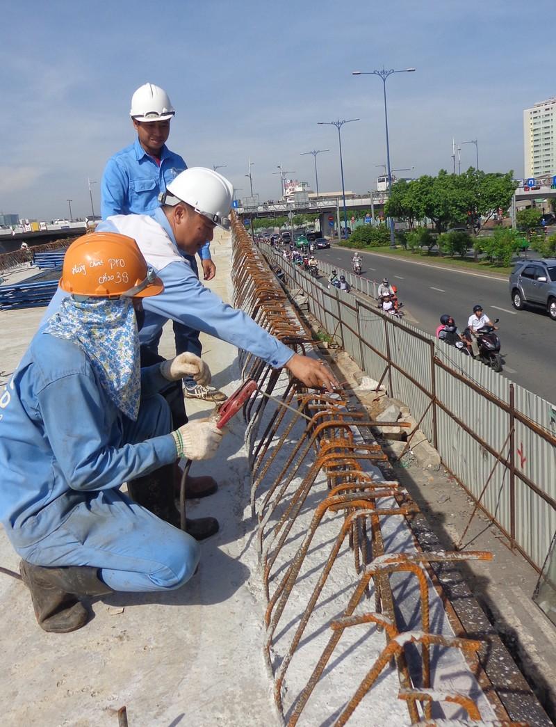 30-6, thông xe hai nhánh rẽ lên xuống cầu Nguyễn Văn Cừ - ảnh 3