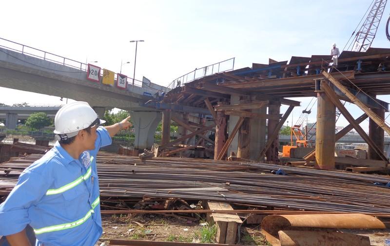 30-6, thông xe hai nhánh rẽ lên xuống cầu Nguyễn Văn Cừ - ảnh 5