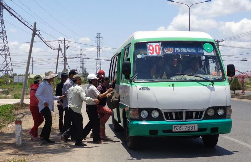 Xe buýt bỏ chuyến, coi thường khách sẽ bị xử lý nghiêm - ảnh 2