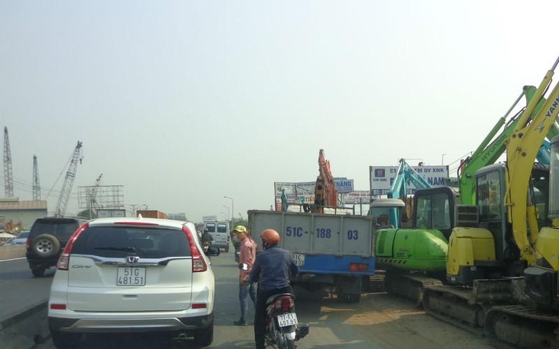 Xa lộ Hà Nội chậm mở rộng vì vướng... cơ chế - ảnh 4