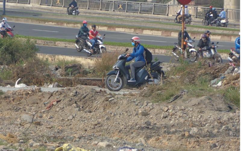 Xa lộ Hà Nội chậm mở rộng vì vướng... cơ chế - ảnh 1