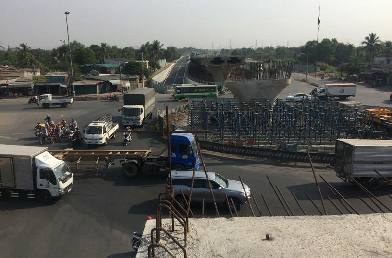 Phóng sự ảnh: Sắp thông xe hàng loạt cầu vượt, hầm chui - ảnh 4