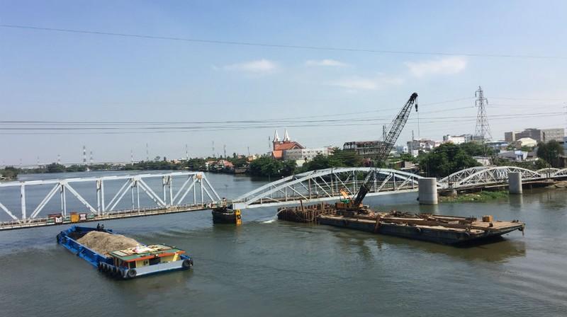 Giảm mức thu giá tàu, thuyền chui qua cầu Bình Lợi mới - ảnh 3
