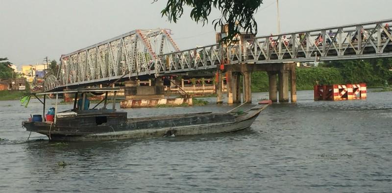 Giảm mức thu giá tàu, thuyền chui qua cầu Bình Lợi mới - ảnh 4
