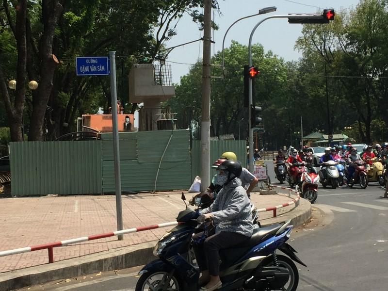 Cấm đường Hoàng Minh Giám để làm cầu đi bộ - ảnh 3