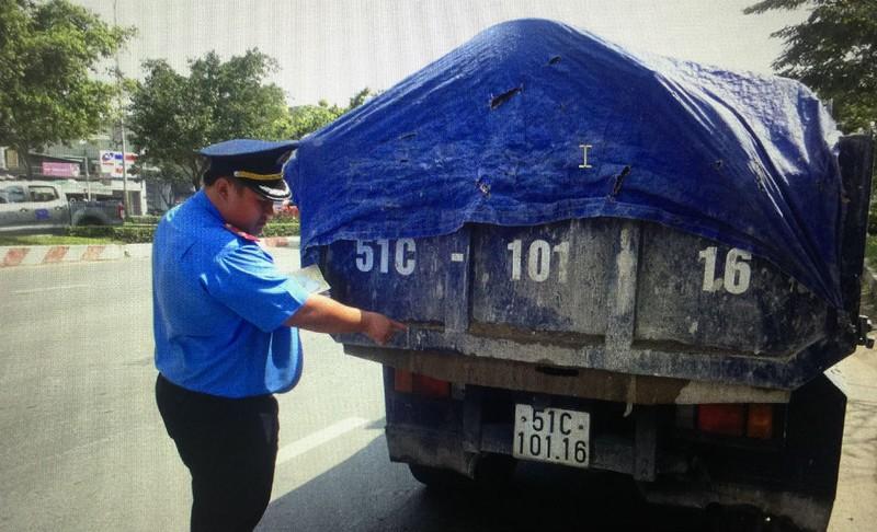 Xử lô cốt bầy hầy, xe tải phá đường nội đô - ảnh 4