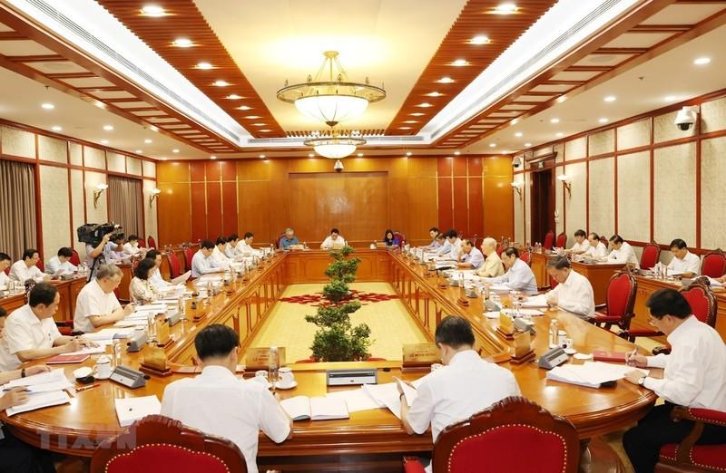 Bộ Chính trị cho ý kiến về phát triển kinh tế- xã hội, chính sách tiền lương - ảnh 2