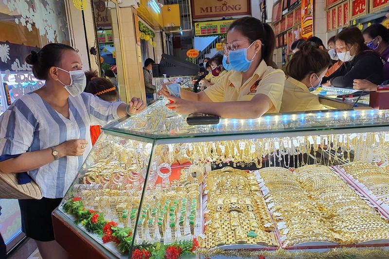 Thị trường vàng Thần tài: Mua nhiều sẽ lỗ nặng - ảnh 1