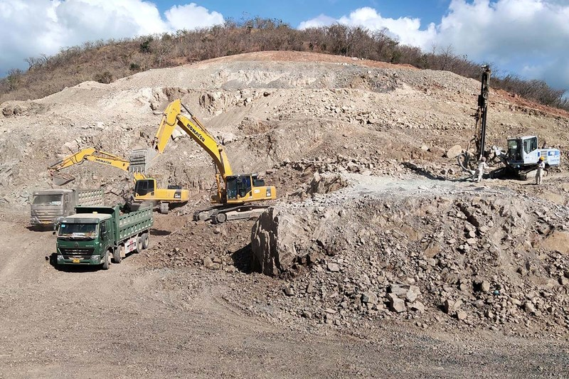 Tận dụng đá đổ thải đắp nền cao tốc Vĩnh Hảo - Phan Thiết - ảnh 1