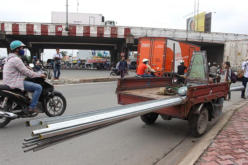 TP.HCM phạt hơn 1.300 xe thô sơ, 3 bánh - ảnh 2