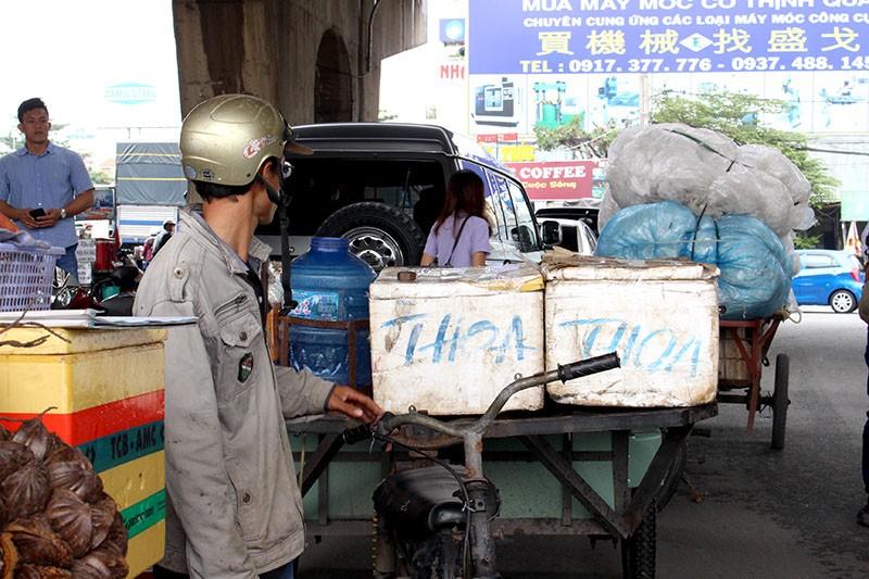 TP.HCM phạt hơn 1.300 xe thô sơ, 3 bánh - ảnh 3