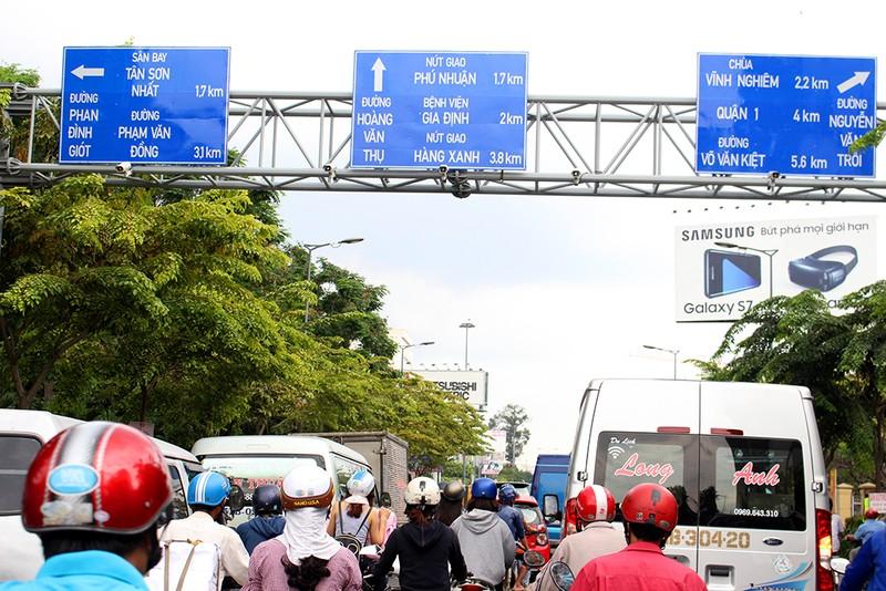 TP.HCM thay hàng loạt biển báo giao thông - ảnh 2